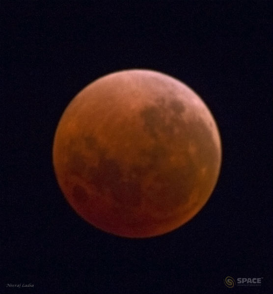 Watch Total Lunar Eclipse Online and Pictures
